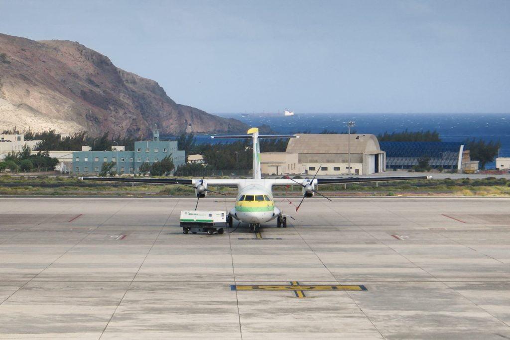 An inter-island flight at Gran Canaria Airport