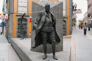 Statue in Calle Triana